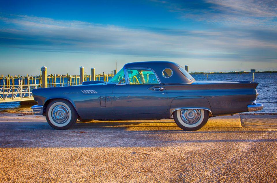 1957 Ford Thunderbird 1/18