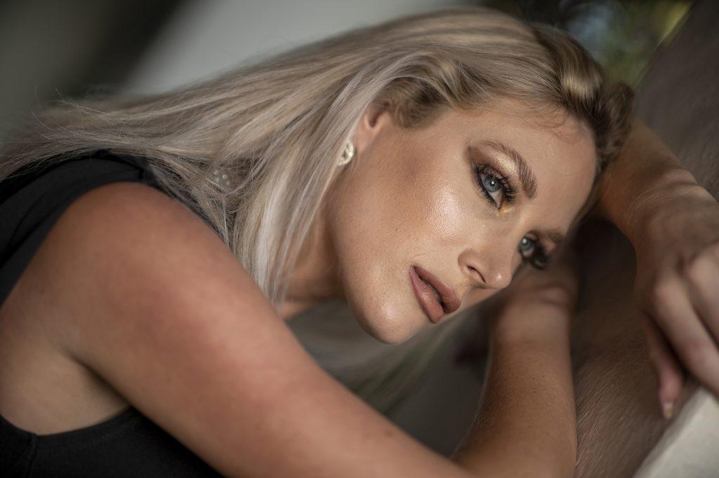 Professional Model Lindsey